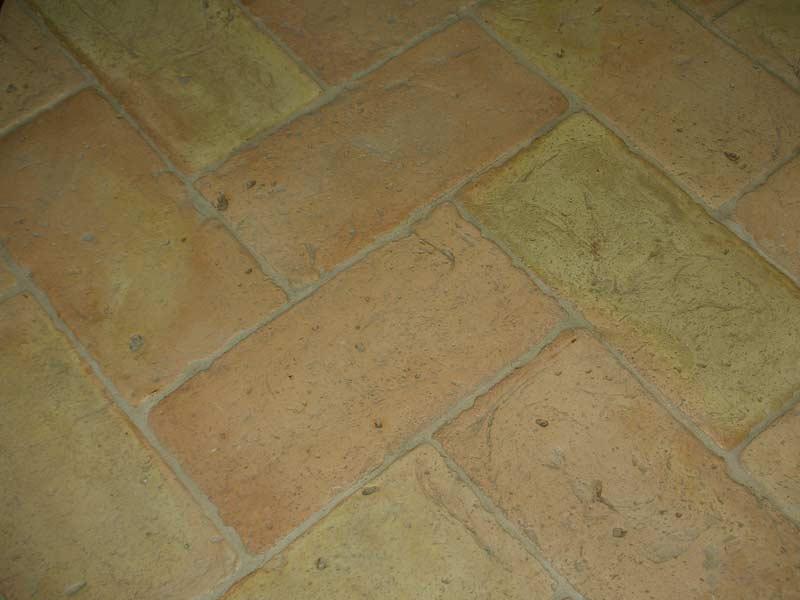 foto di pavimento antico restauro chiaro stonalizzato