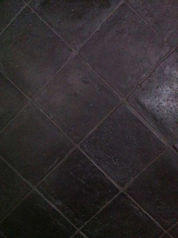 Foto di pavimento realizzato in cotto fatto a mano nero Antico Restauro