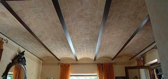 Foto di sottotetto ad archi in cotto fatto a mano