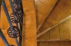 Immagine di scala curva realizzata in cotto