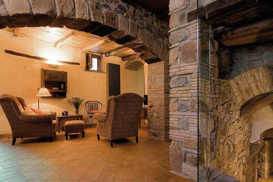 Pavimento e ambienti in antico restauro