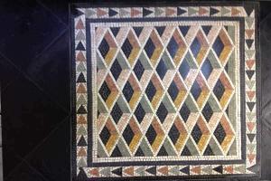 Antico restauro nero con mosaico