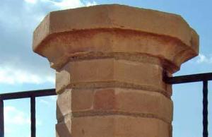 Rivestimento colonna in cotto fatto a mano