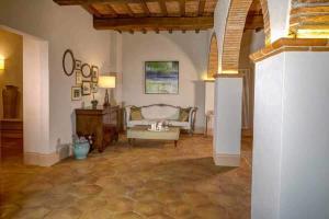 Sala pavimento antico restauro chiaro